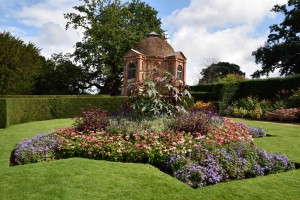 2015-09-15 The Vyne summerhouse & garden1