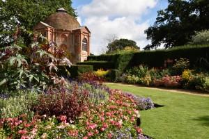 2015-09-15 The Vyne summerhouse & garden2