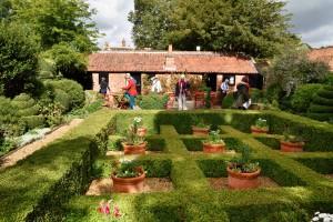 2015-09-15 West Green House courtyard garden1