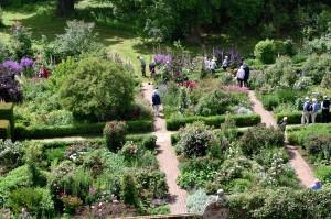 2016-06-16 Sissinghurst Gardens from Tower4